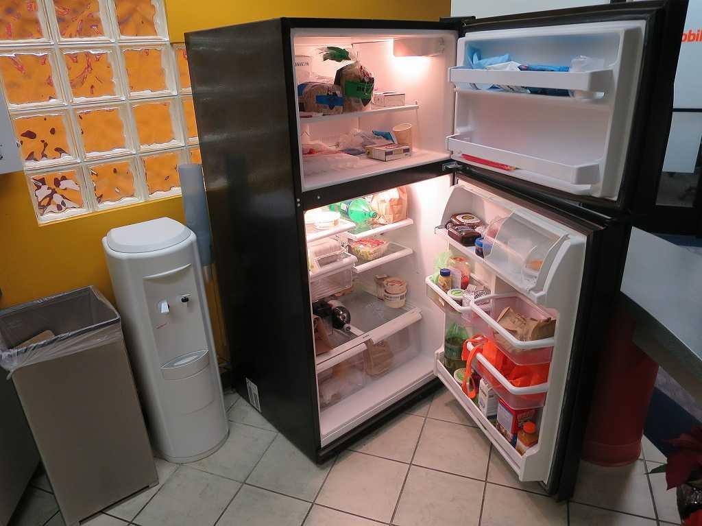 プラグ・アンド・プレイ テックセンター - 冷蔵庫の中身