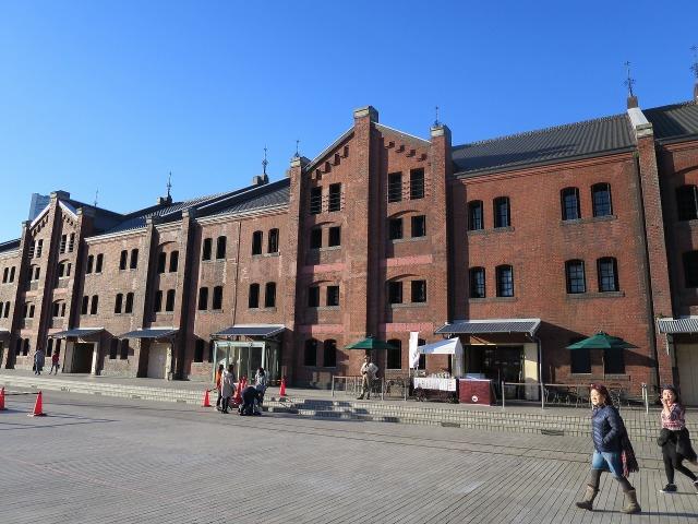赤レンガ倉庫と青空