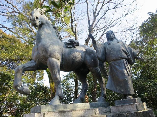 高知城の山内一豊の妻の像