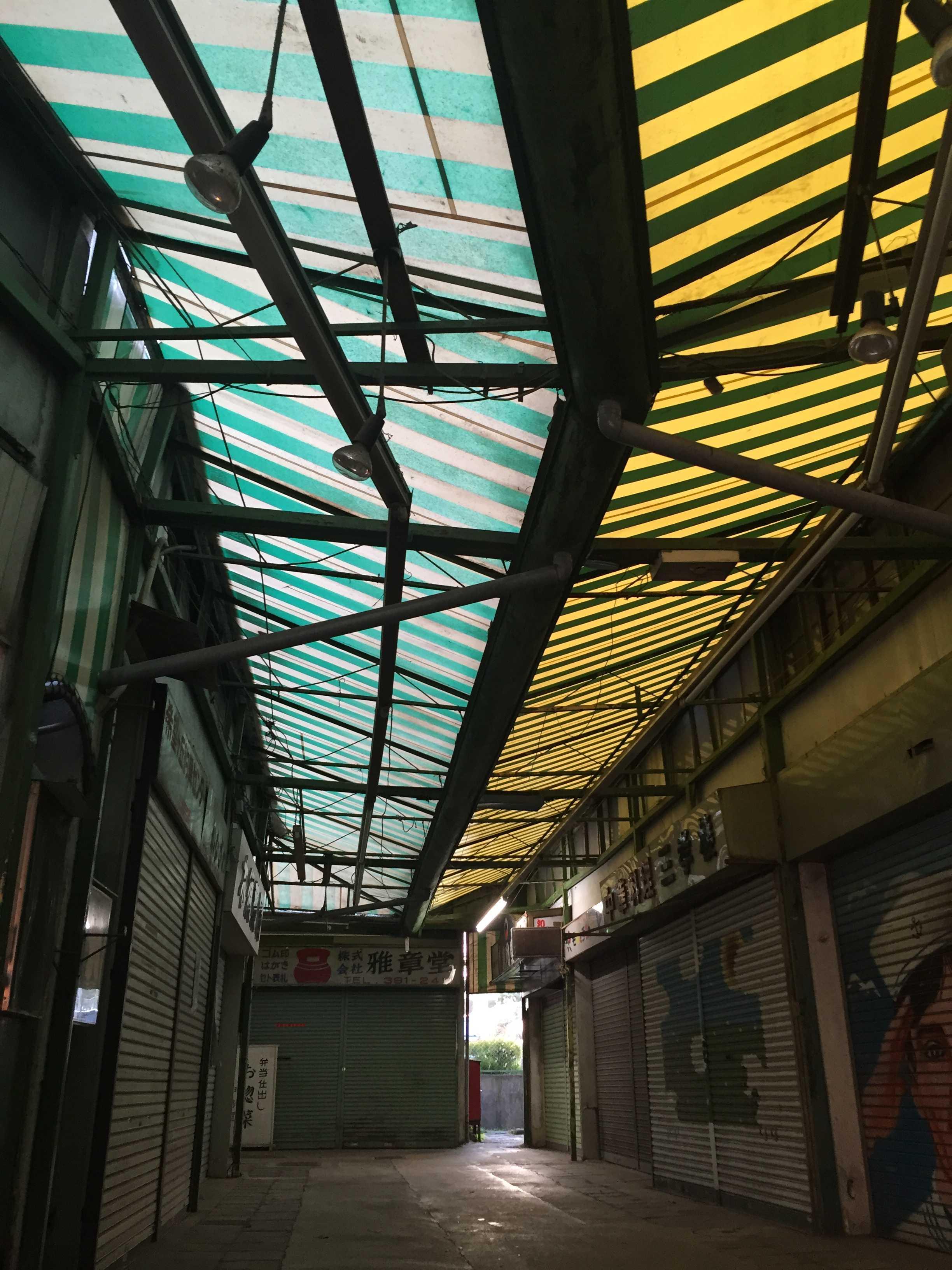 希望ヶ丘ショッピングセンターのアーケードのテント
