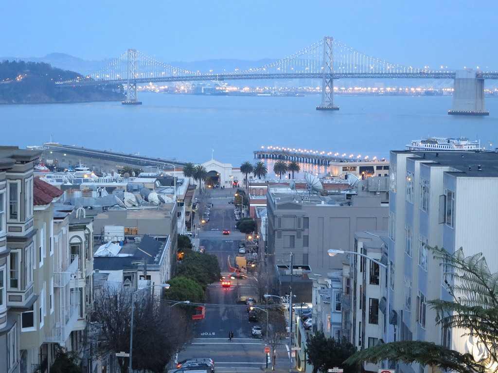 薄暮の美しいサンフランシスコ湾