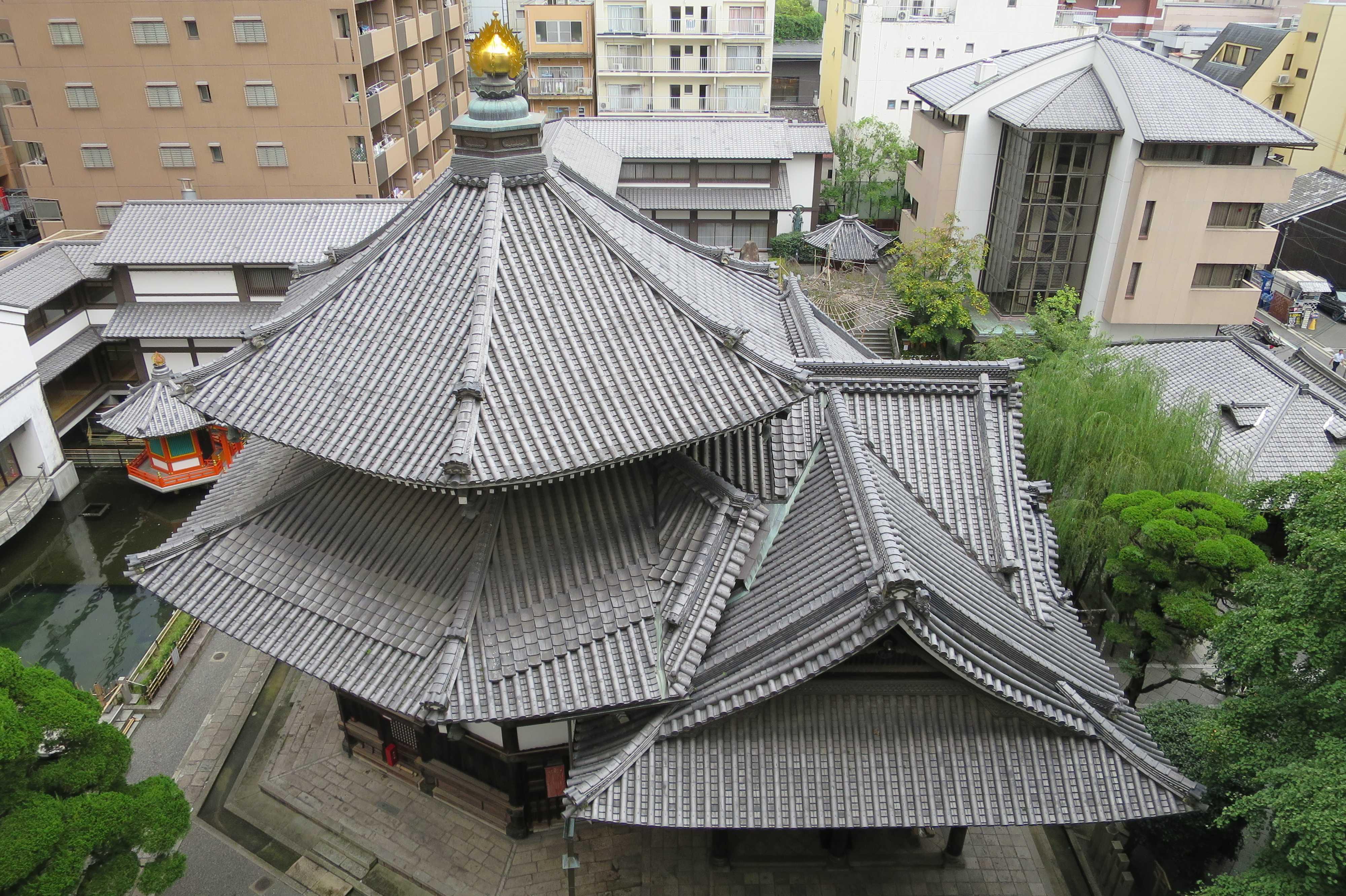 六角堂の六角形の屋根