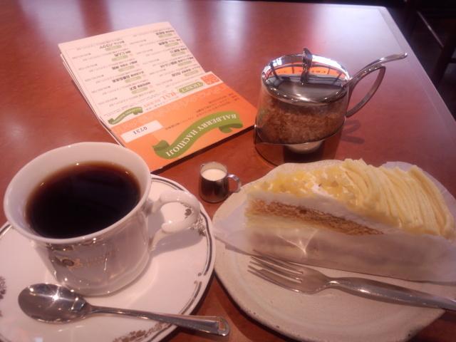 マロンケーキとコロンビアコーヒー