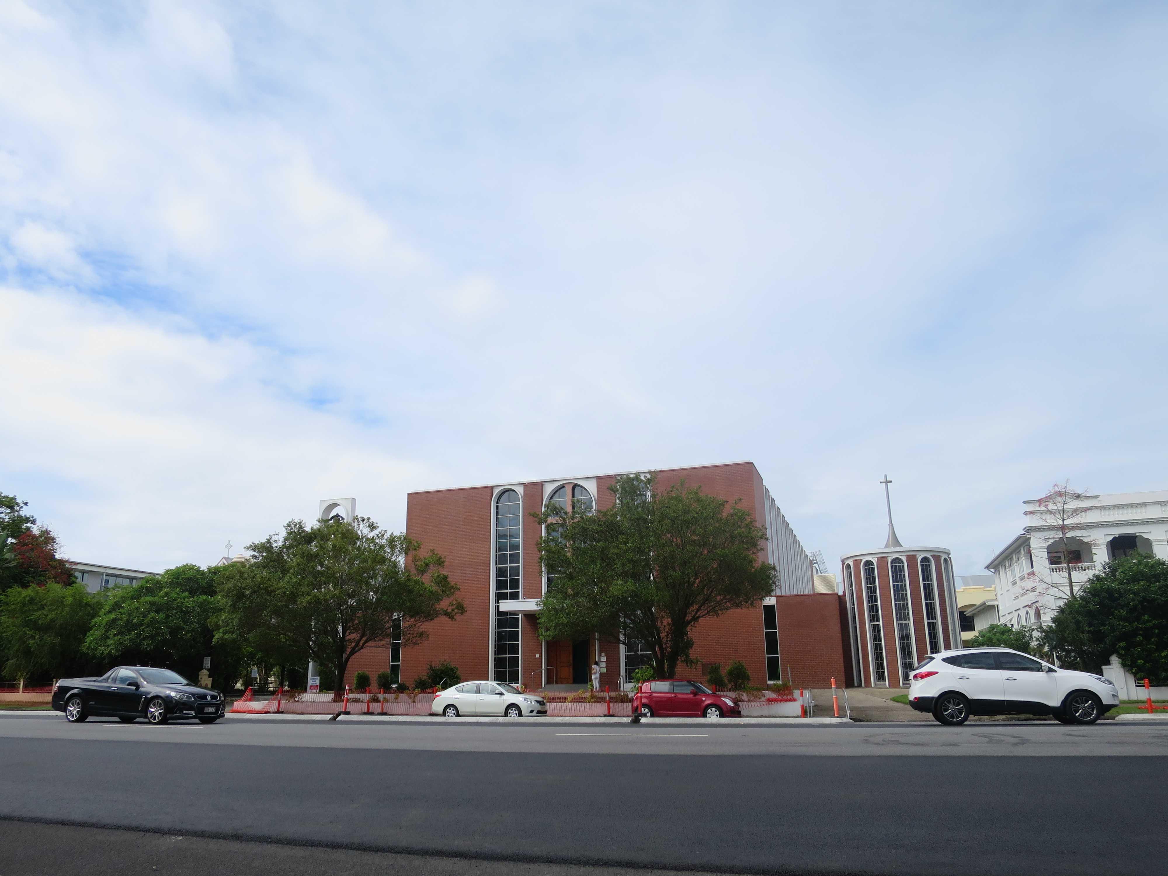 リッジストレードウィンズケアンズ前の教会