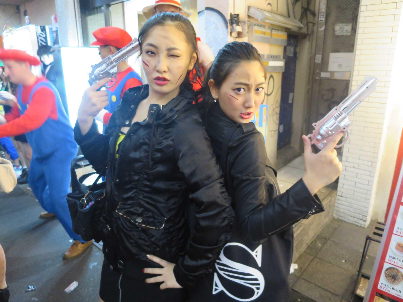 渋谷ハロウィン - 拳銃を持った女の子