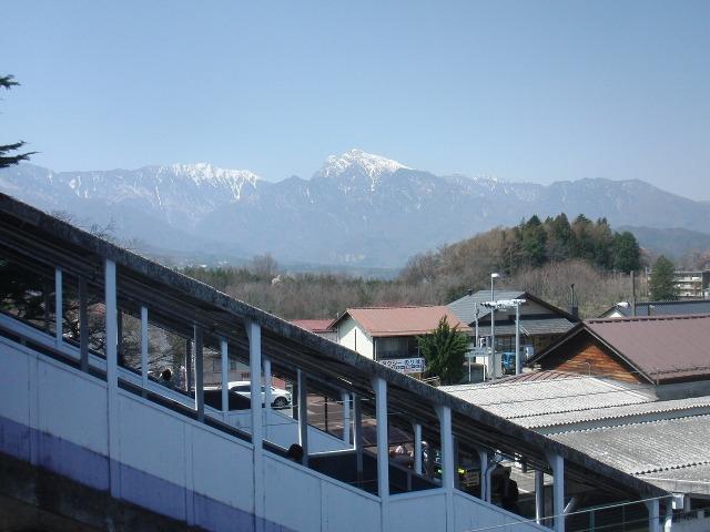 JR日野春駅構内から見えた甲斐駒