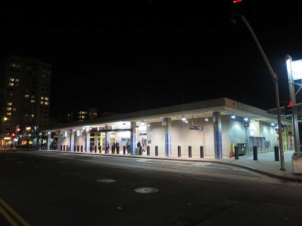 4番&キングストリート駅(4th & King Street Station)