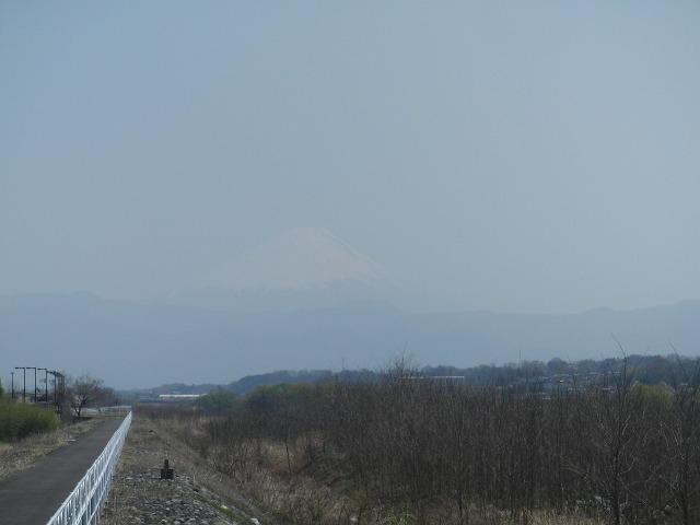 ウッスラ見える富士山