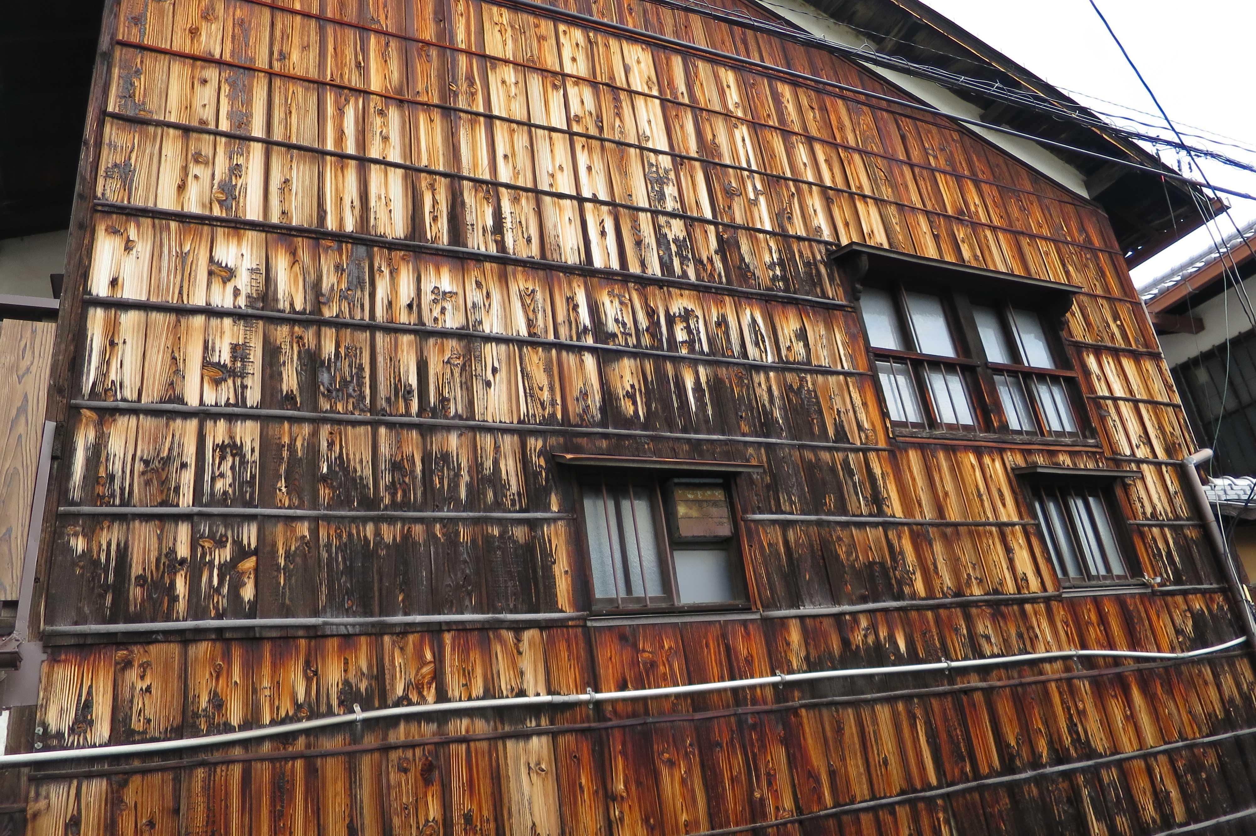 京都・五条楽園 - 眼科外科医療歴史博物館(杉板の家)