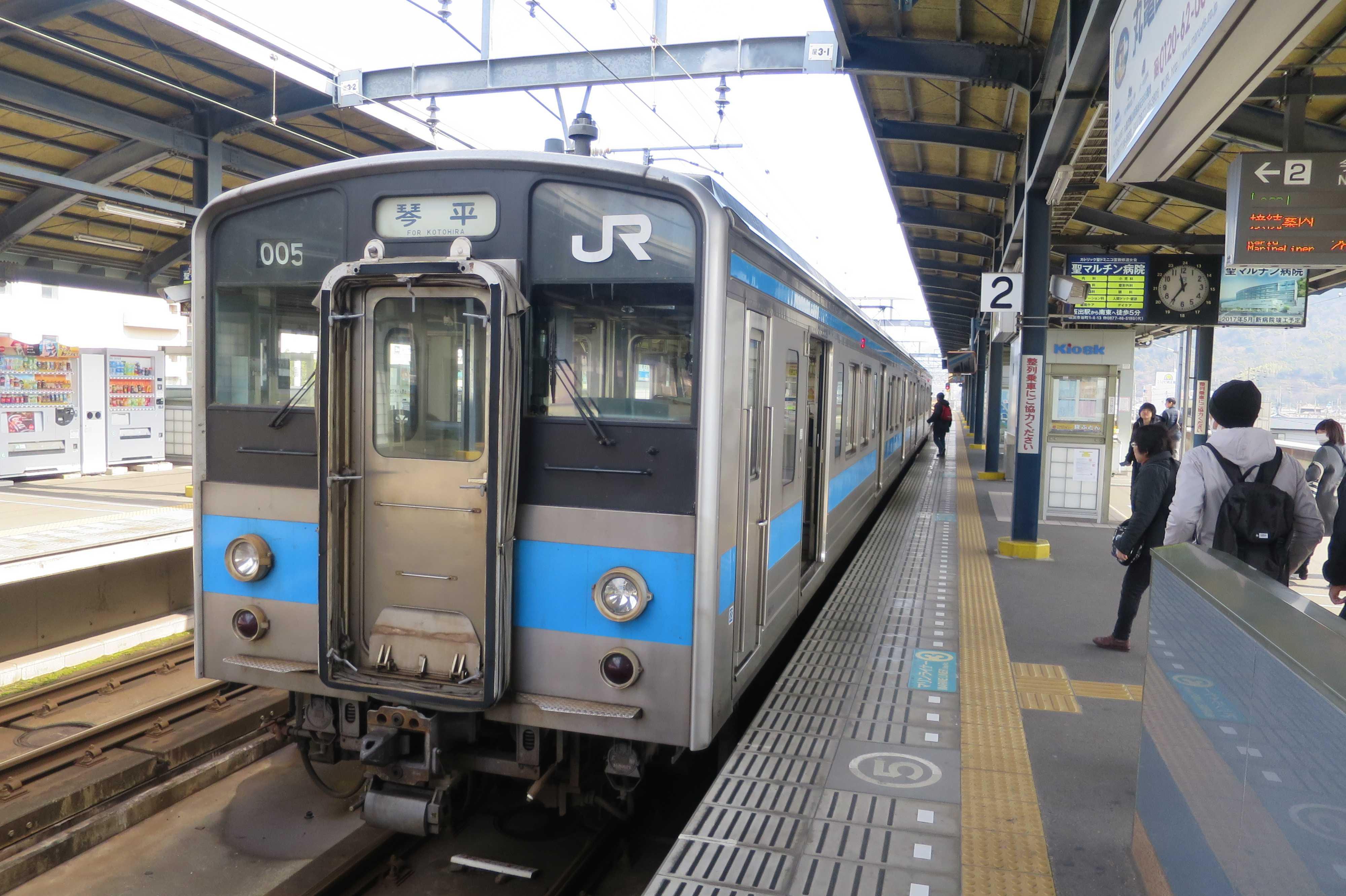 琴平行きの電車(土讃線)