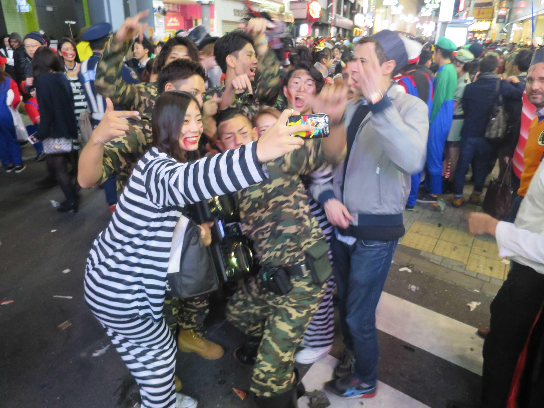 渋谷ハロウィーン - 迷彩服の武闘派軍団