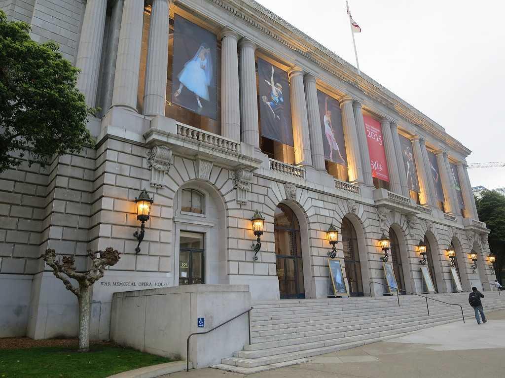 時の総理大臣・吉田茂がこの建物の中でサンフランシスコ講和条約に調印した