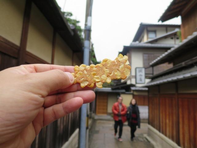 京・月待庵の豆せんべい