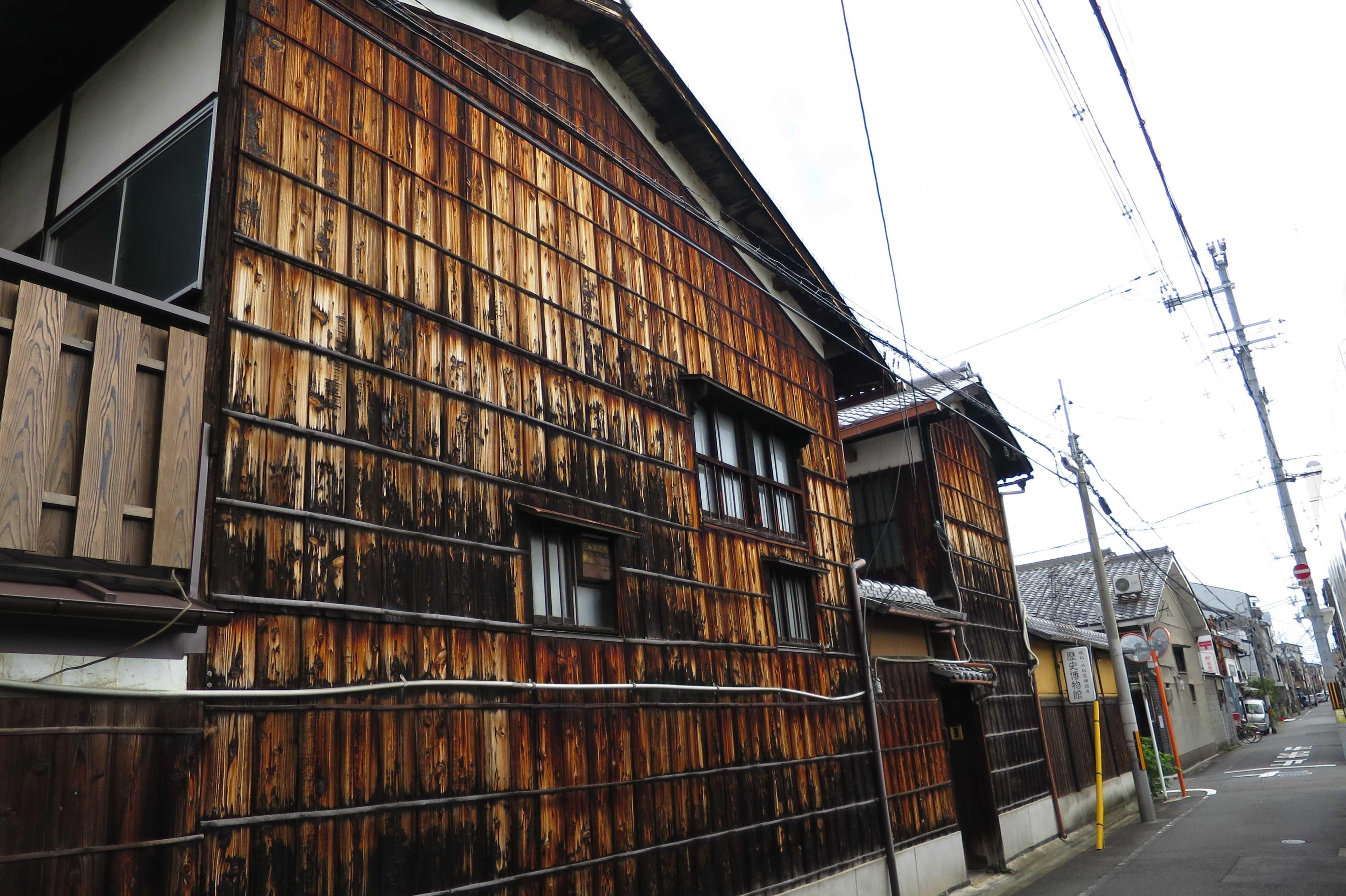 京都・五条楽園 - 眼科外科医療歴史博物館(焼杉板の家)