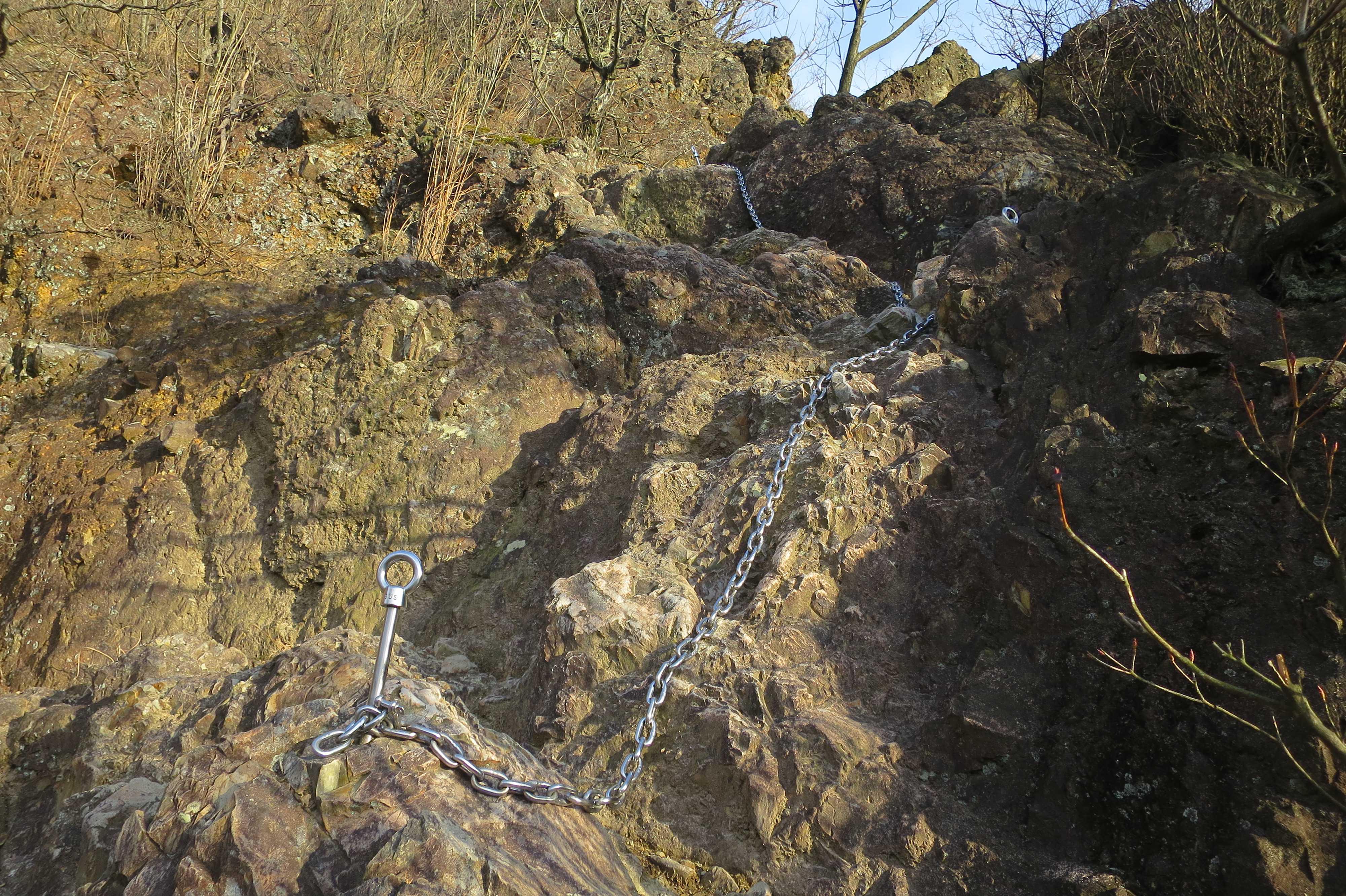 急角度の岩場 - 出釈迦寺