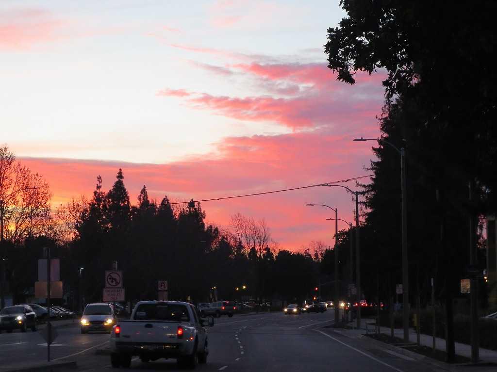 カリフォルニア州ローレンスの夕陽(夕日)