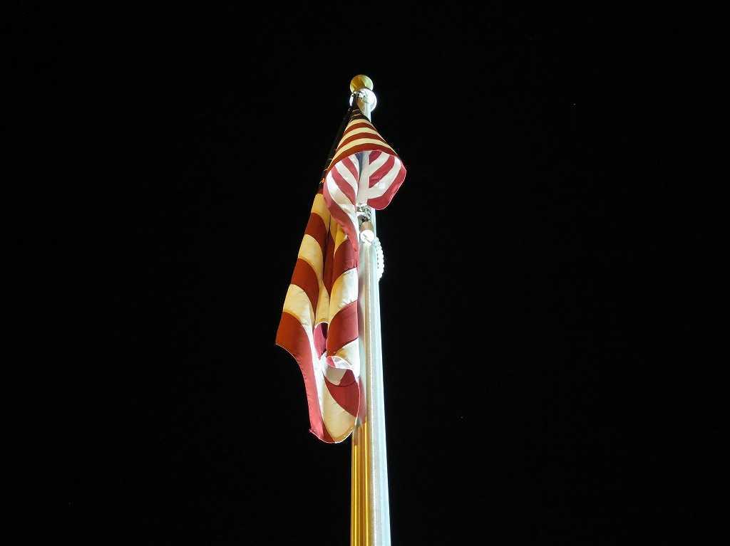 サンノゼ - ベトナム戦争メモリアル(記念碑)に掲げられた星条旗