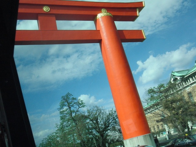 平安神宮の大鳥居