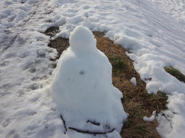 溶け始めた雪だるま