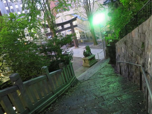愛宕神社の女坂と鳥居