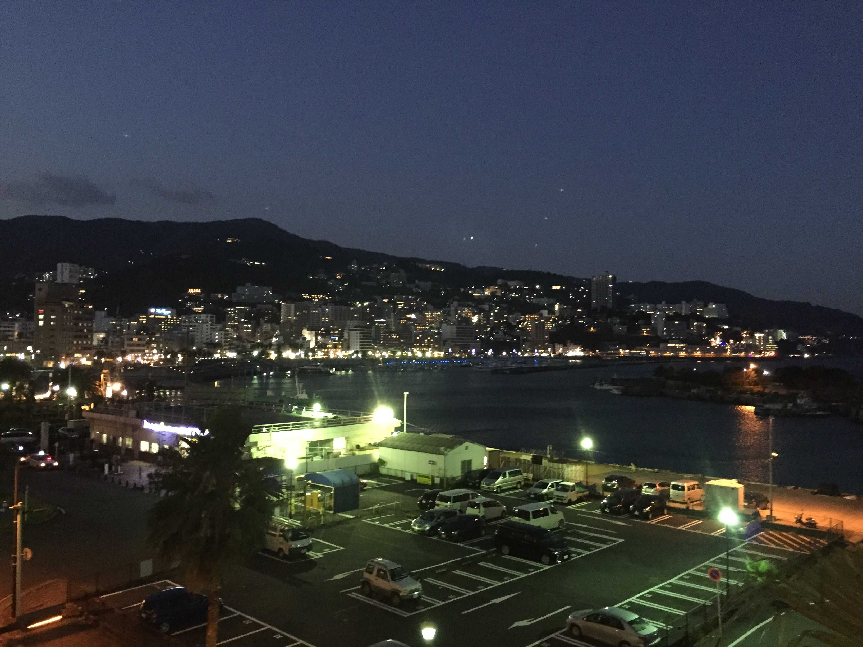 夜の熱海港
