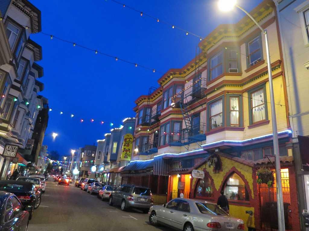 真っ青なサンフランシスコ・グラント・アベニュー