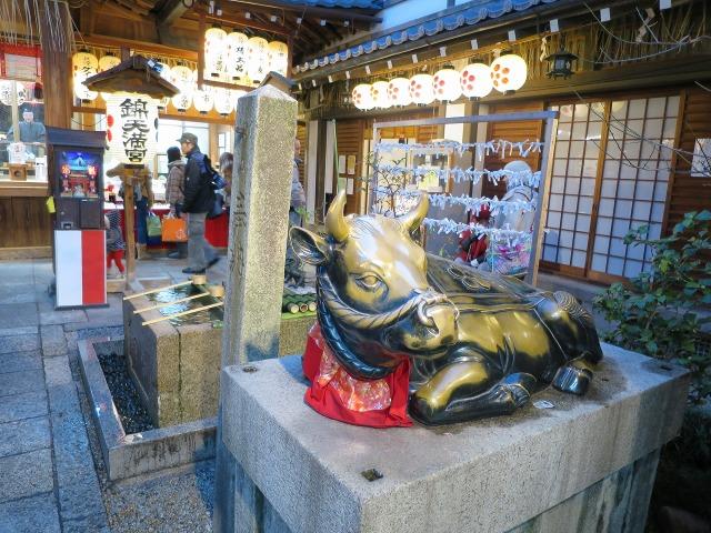 京都・錦天満宮の牛