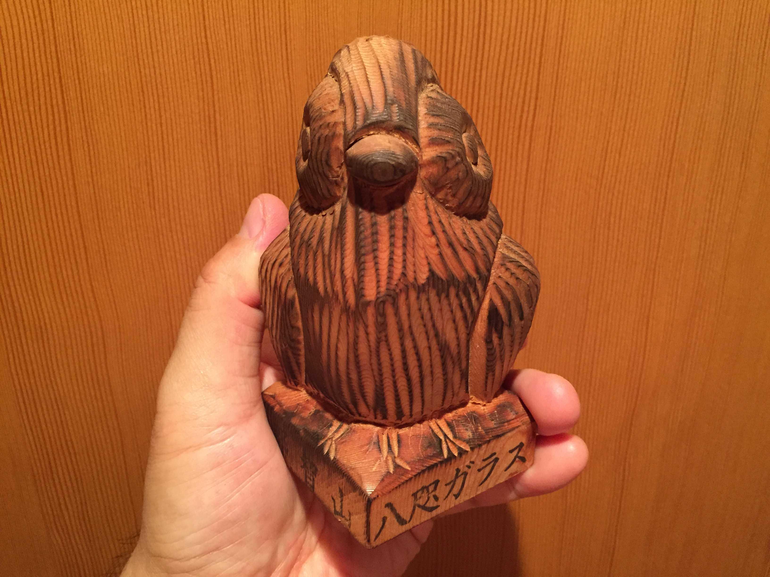 赤松の木彫り八咫烏