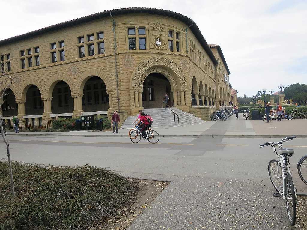 スタンフォード大学構内の古い建物