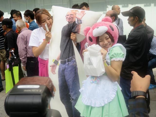 スティーブ・ジョブズと日本のかわいい女の子のツーショット