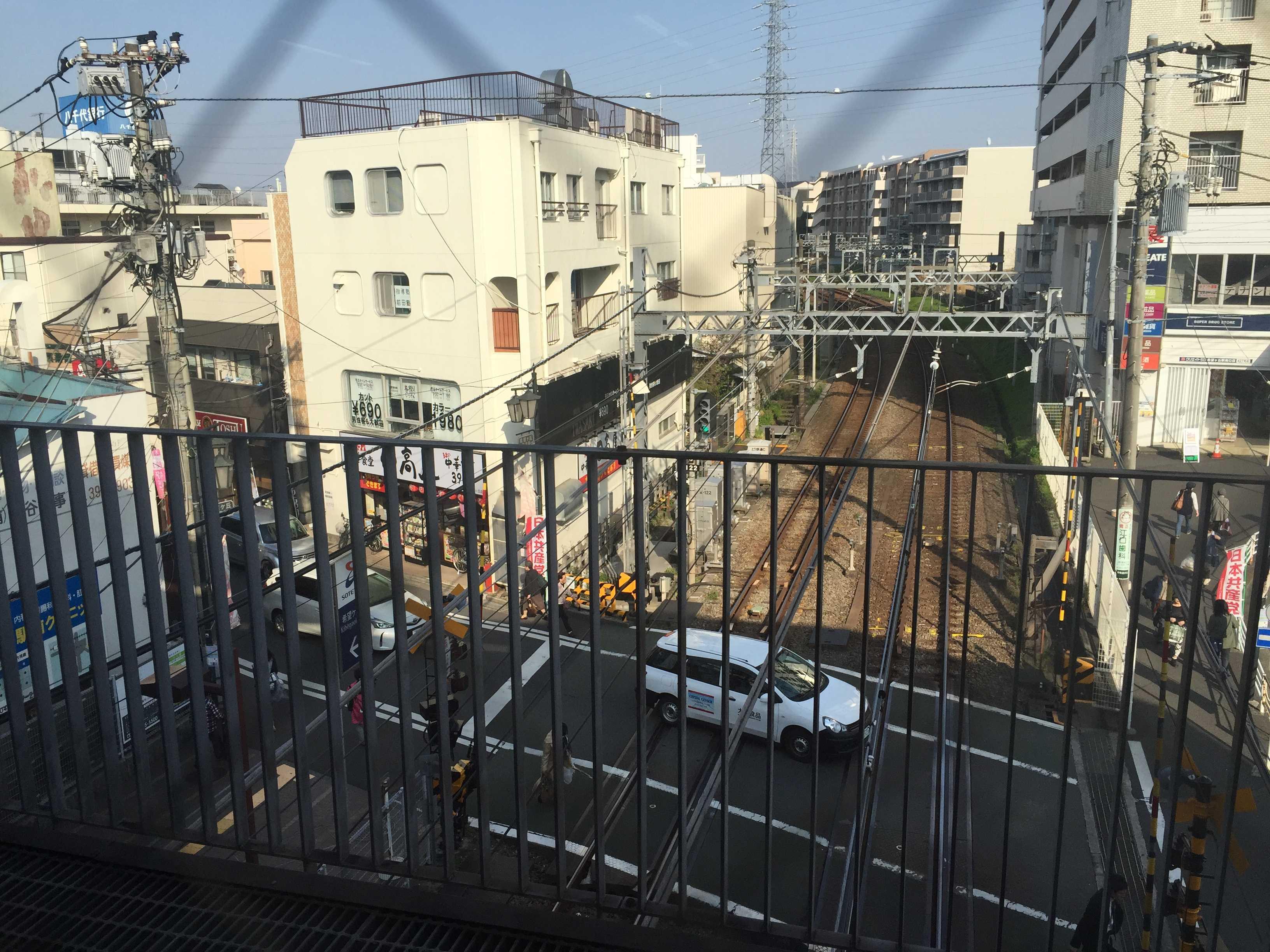 駅構内から見た希望ヶ丘駅前の様子