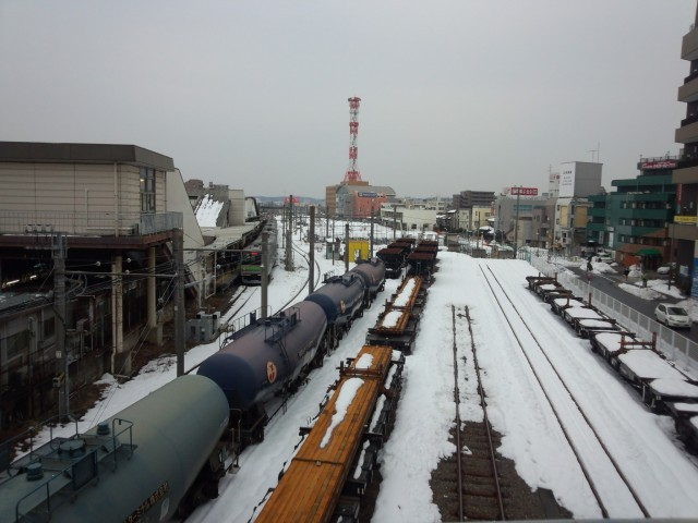雪景色のJR八王子駅車庫