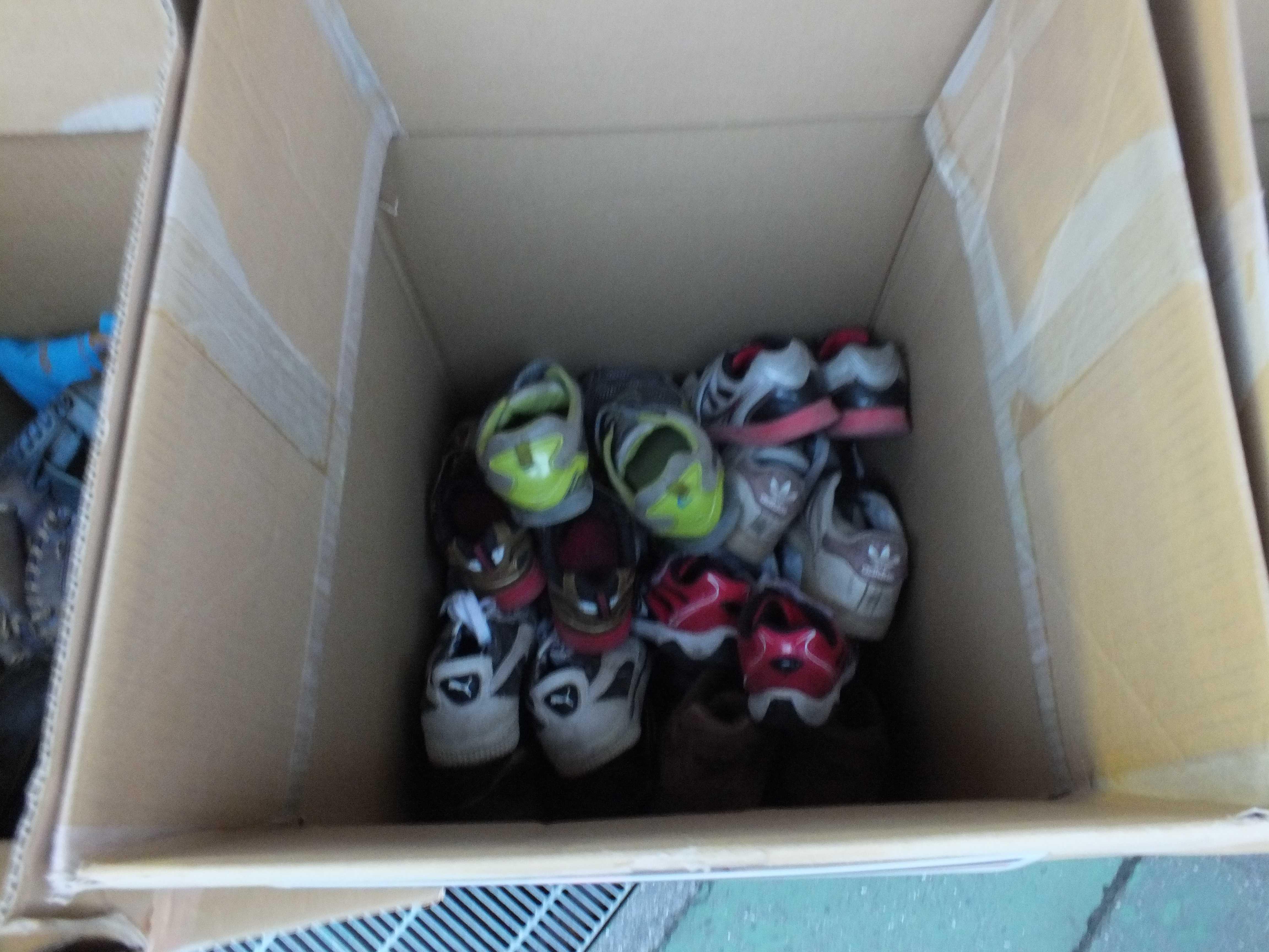 回収された運動靴 - 西武ドーム回収場所