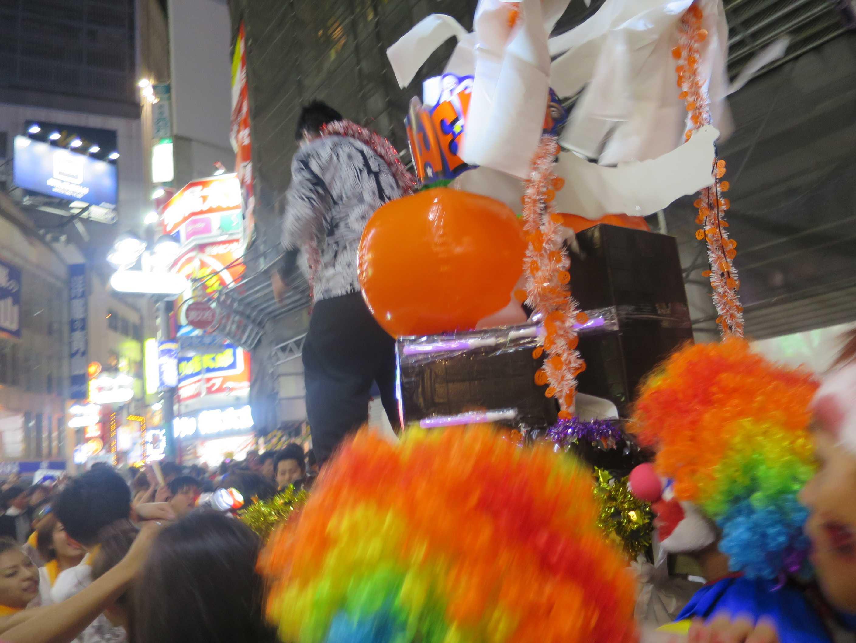 渋谷ハロウィーン - 大群衆で埋まる渋谷センター街