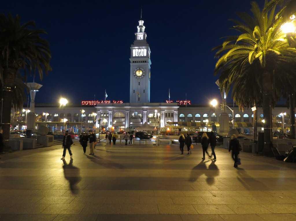 夜のサンフランシスコの海辺(ウォーターフロント)