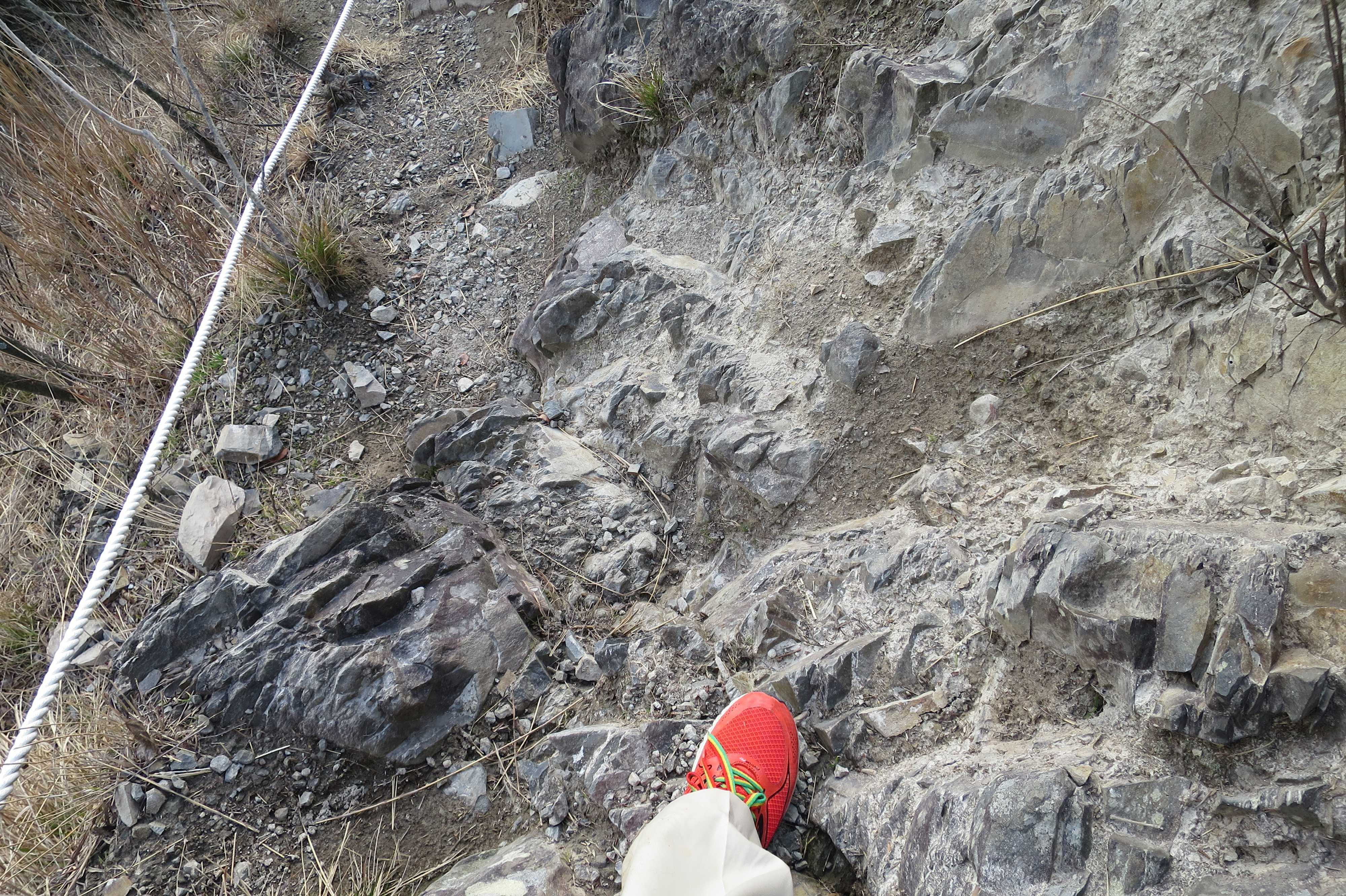 下りの岩場 - 奥の院捨身ヶ嶽禅定
