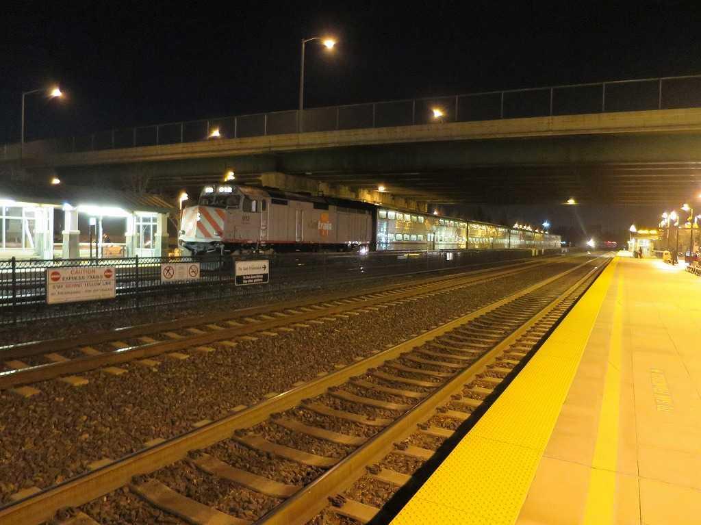 カルトレインのローレンス駅(Lawrence Station)