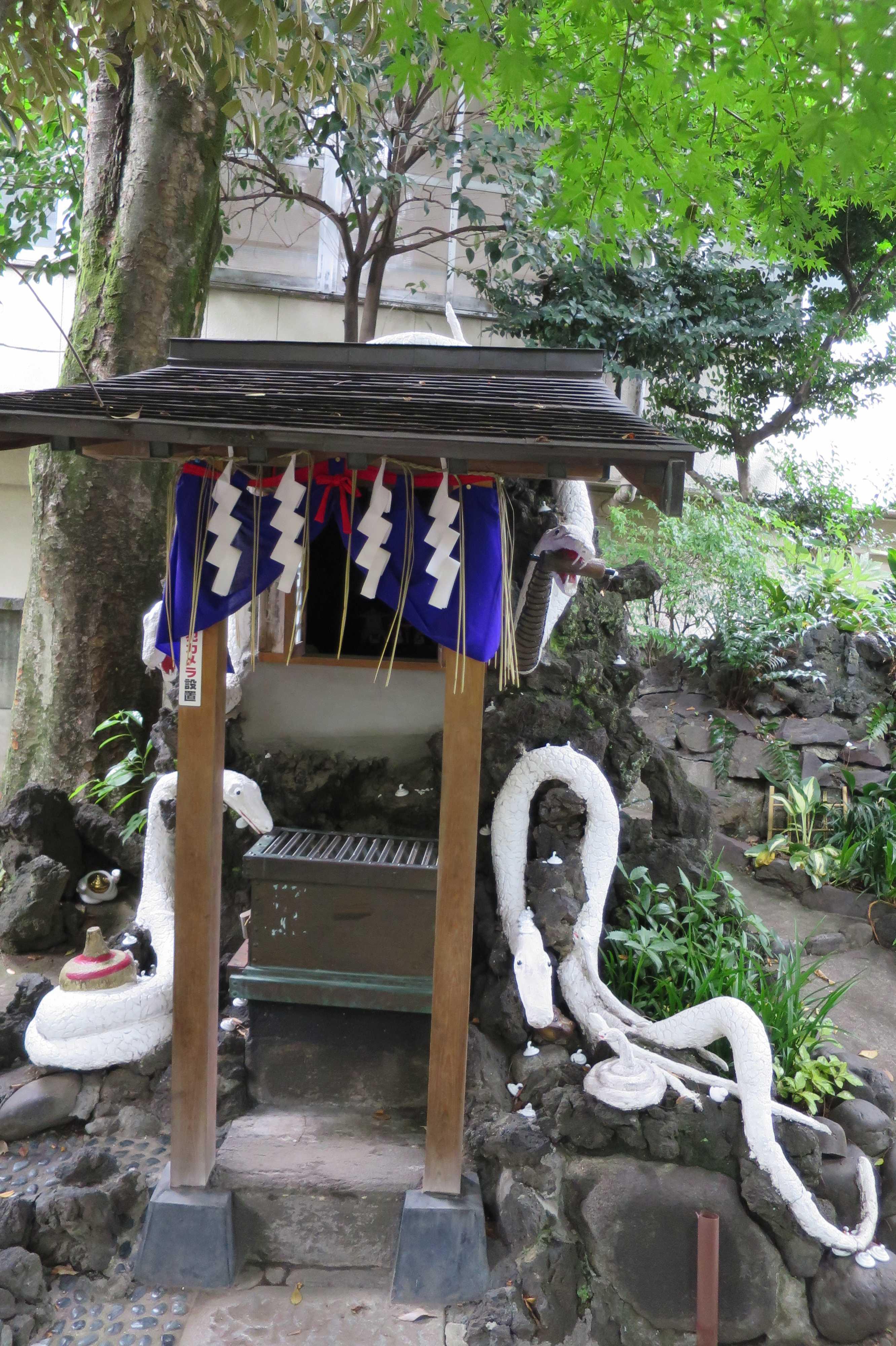白蛇様(上神明天祖神社)