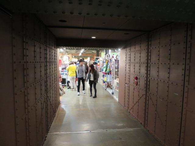 横浜赤レンガ倉庫内