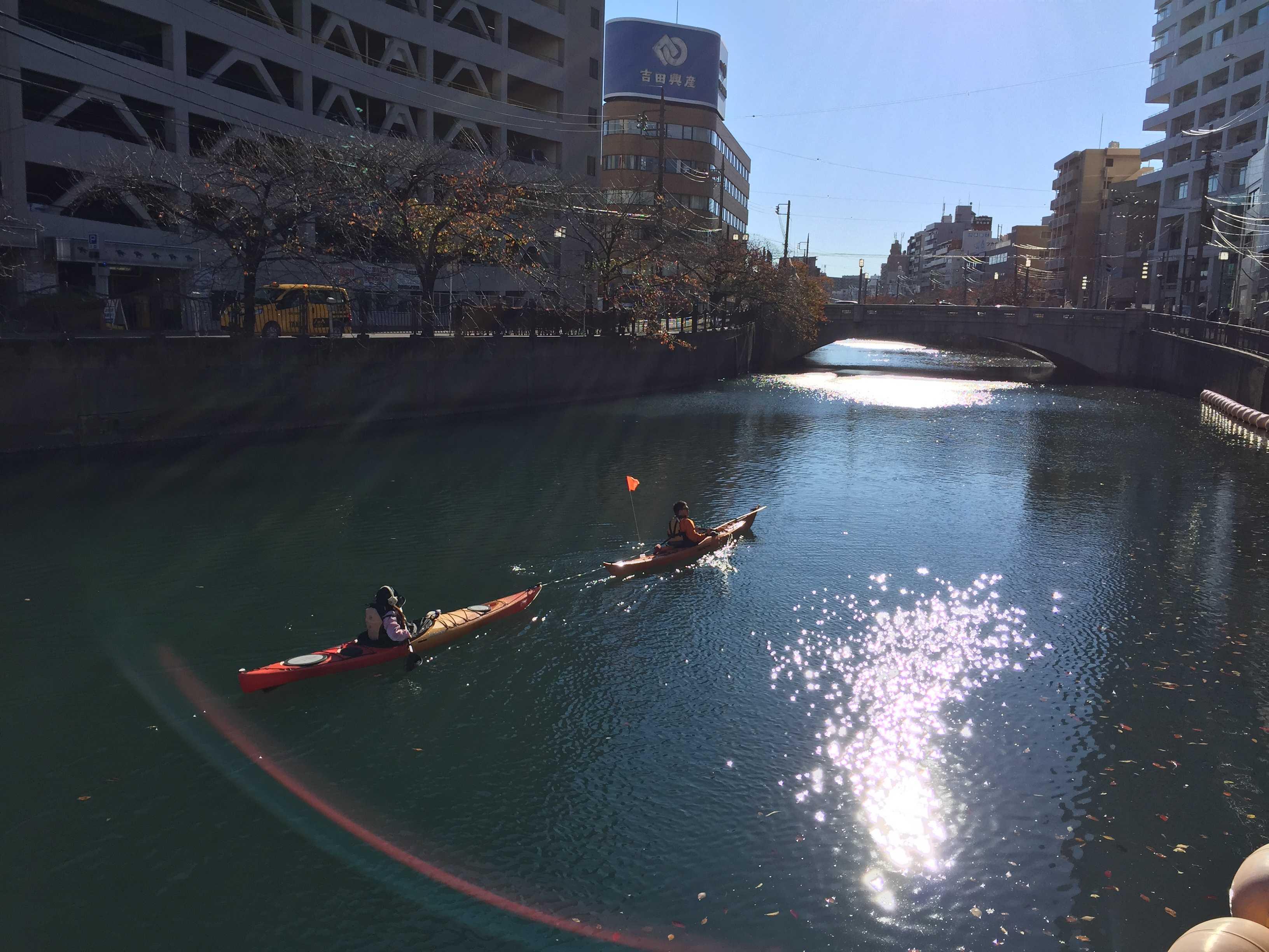 カヤック、煌めく大岡川を行く(大岡川沿い散歩) & 京急線
