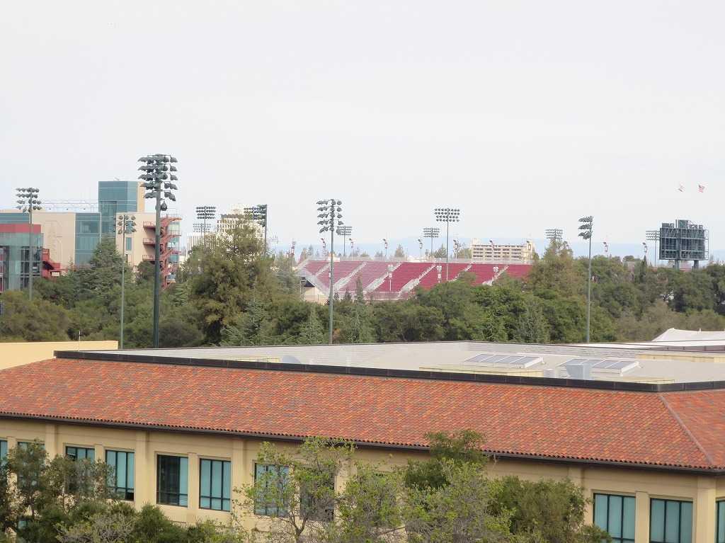 スタンフォード・ビジネススクールから見えたスタンフォード・スタジアム