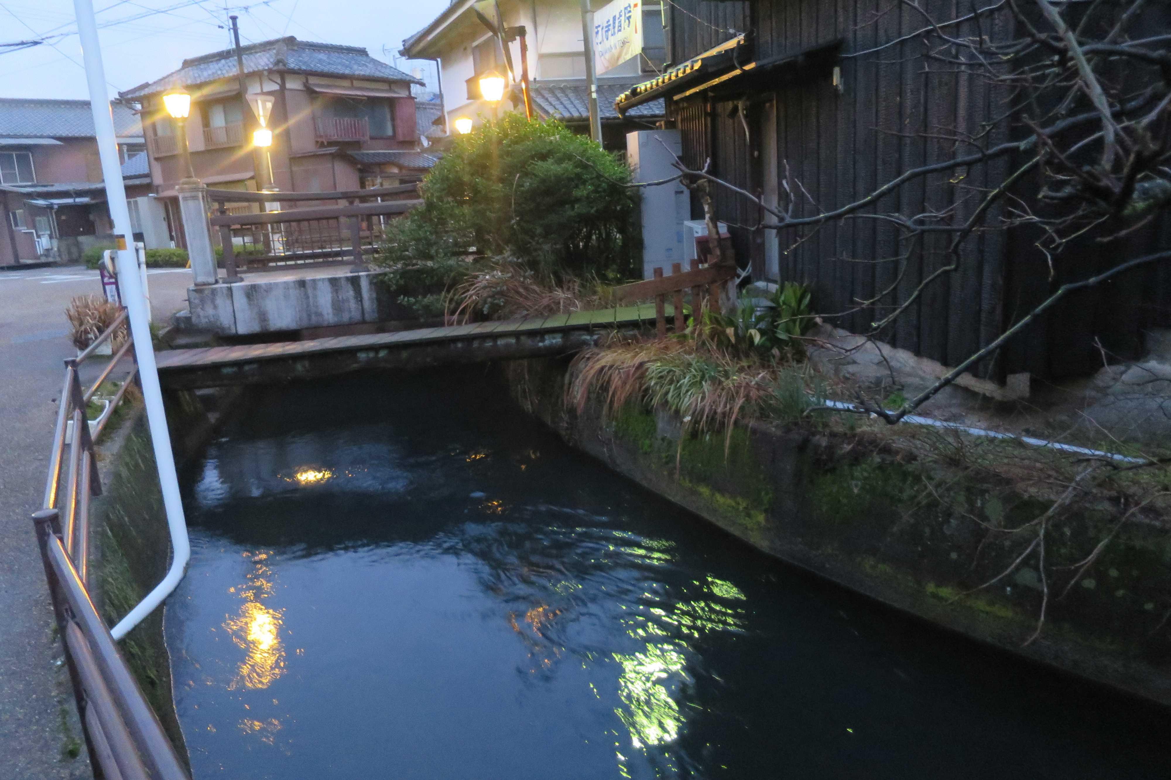 西大寺 - 輝く水路(西川)