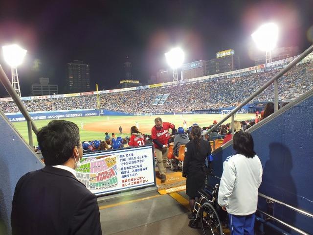 横浜スタジアムの照明