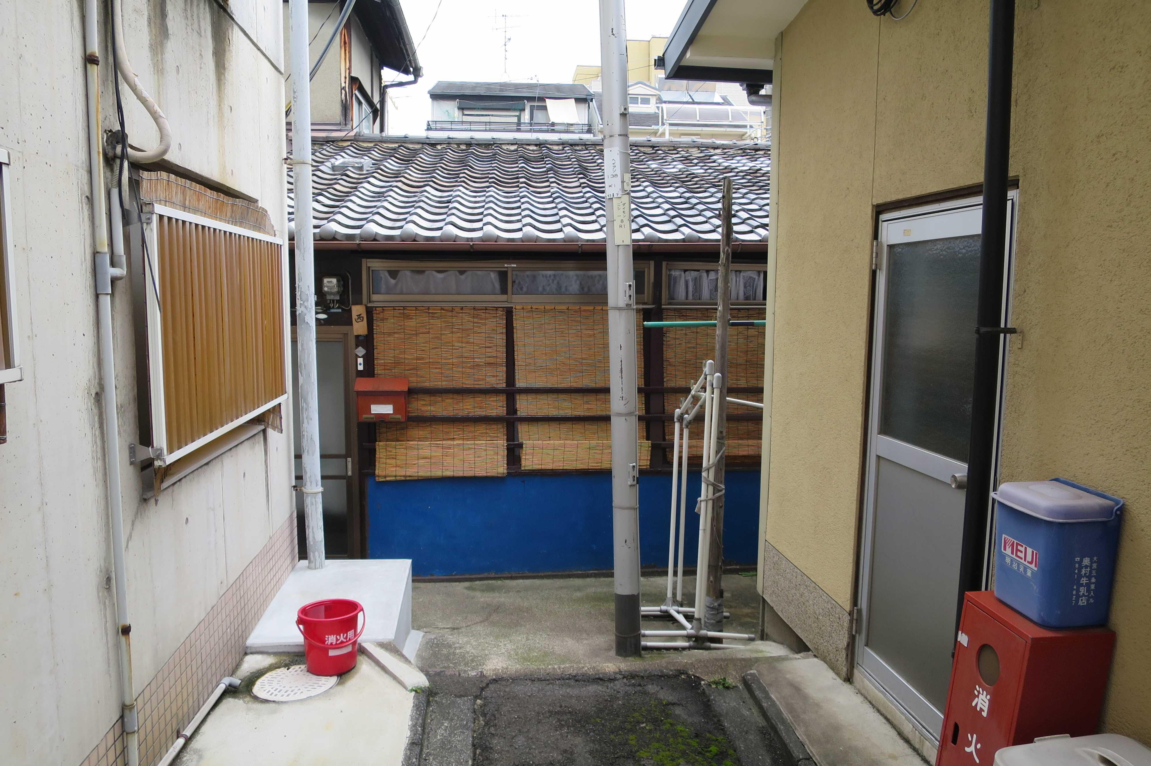 京都 - 一段低いすだれの家