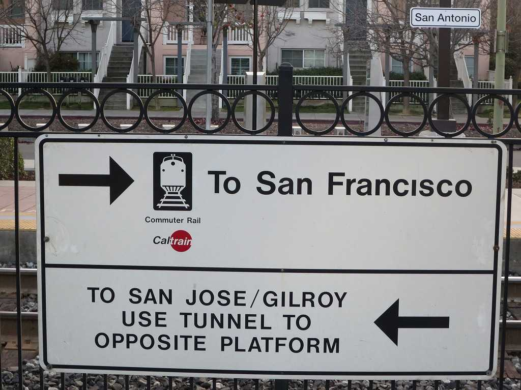 サンフランシスコ行きのカルトレイン