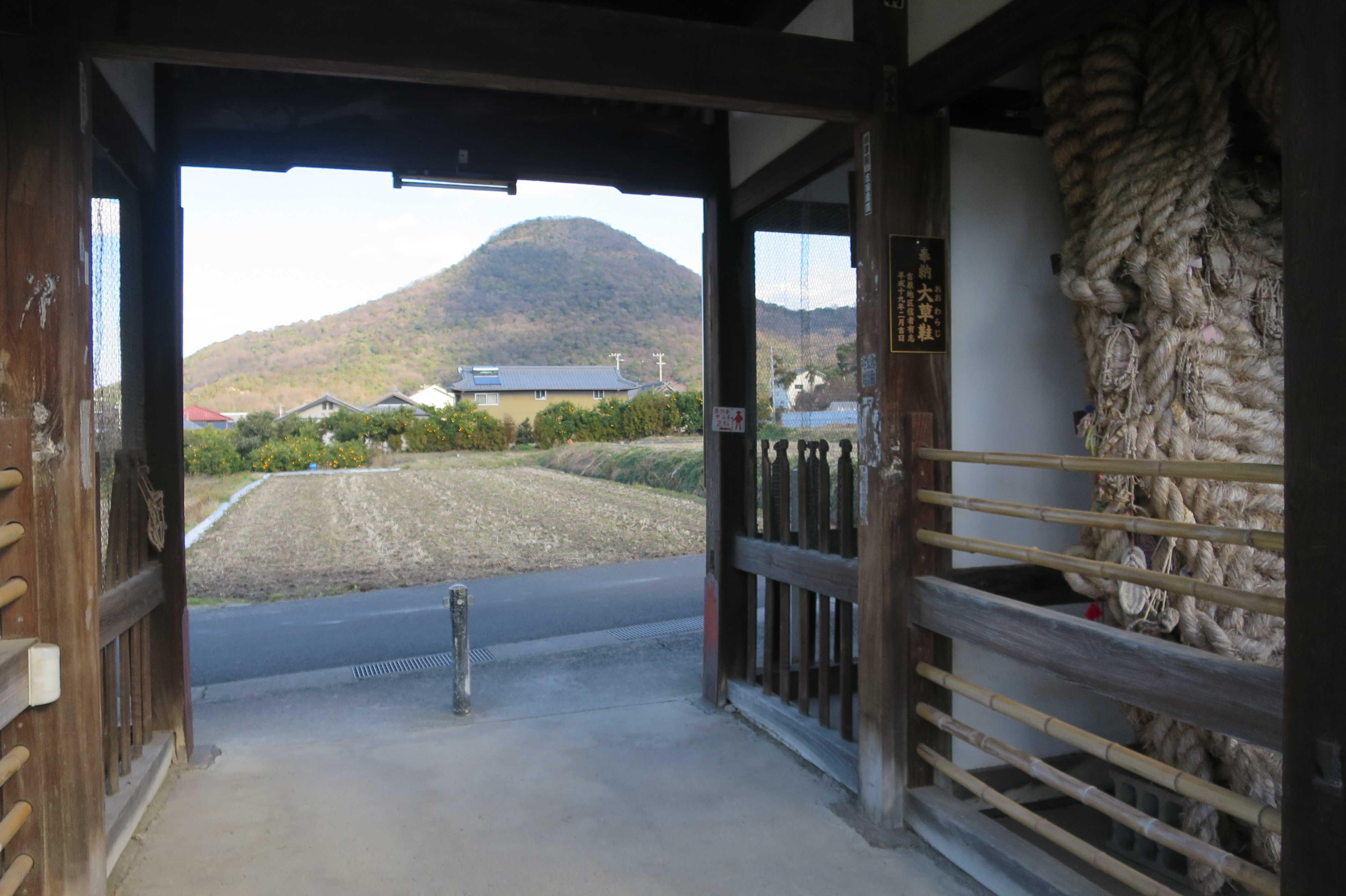 曼荼羅寺から見えた筆ノ山