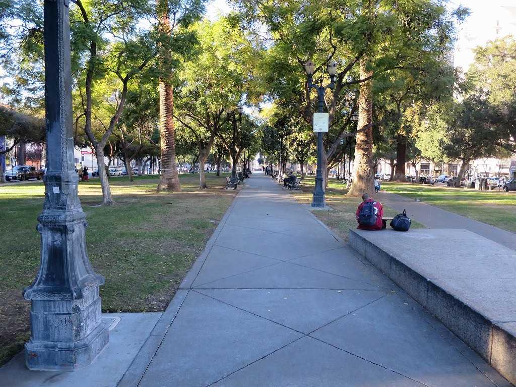 プラザ・デ・セザー・チャベス・パーク(Plaza de Cesar Chavez Park)