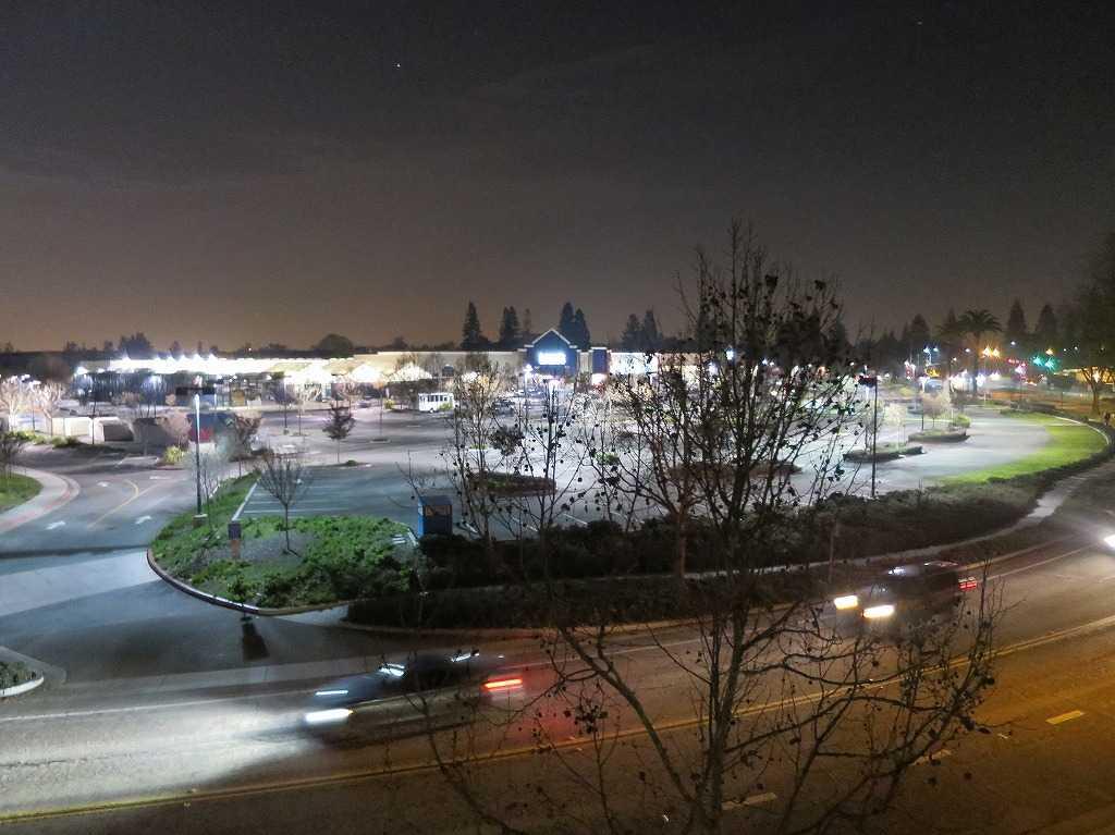 プラグ・アンド・プレイ テックセンター - 夜のサニーベール