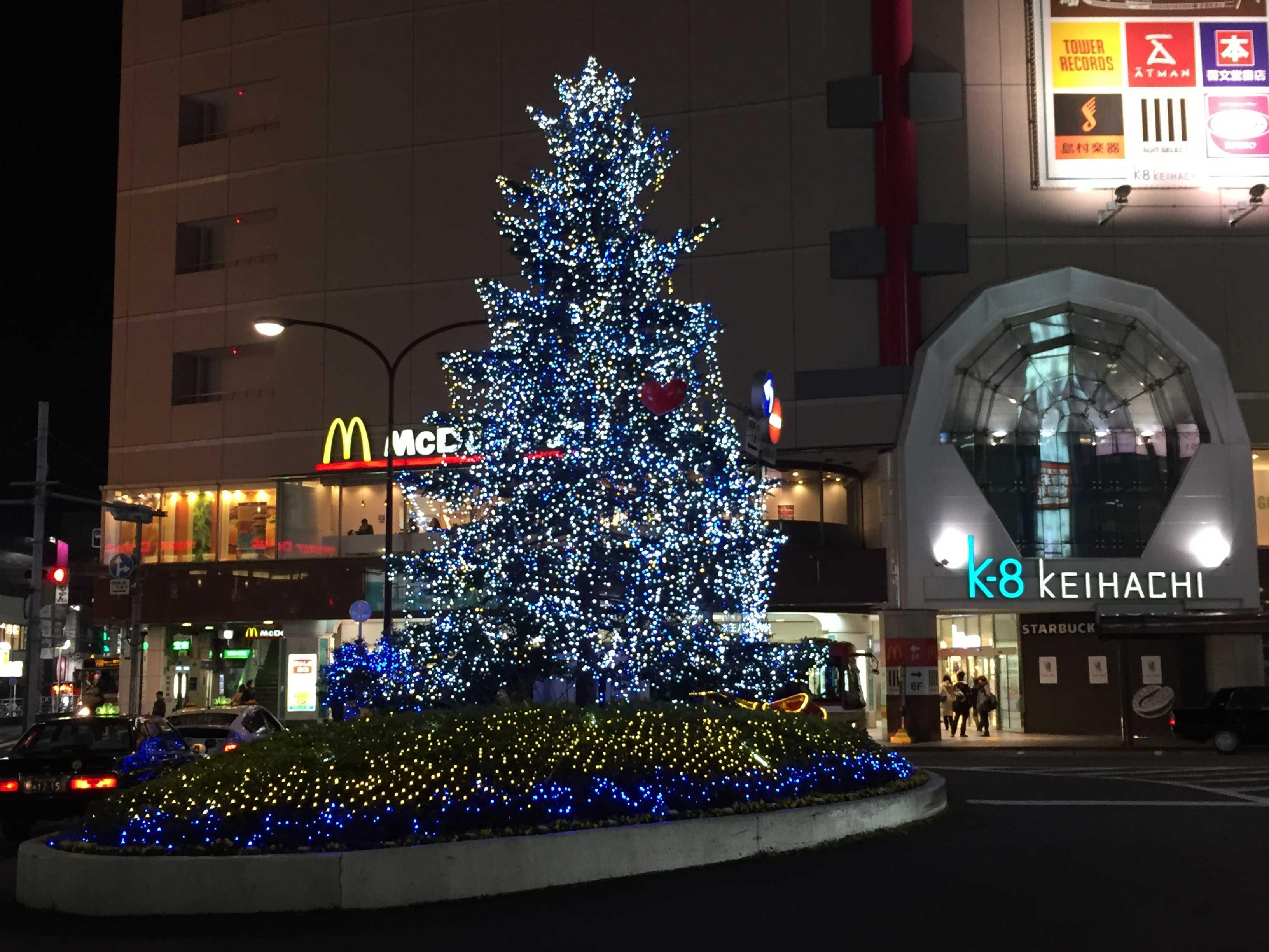 京王八王子駅前のクリスマスツリー