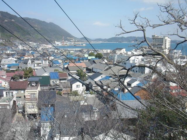 鞆の青い瓦屋根